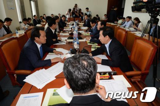 [사진]국회 예산조정소위... '추경' 세부심사