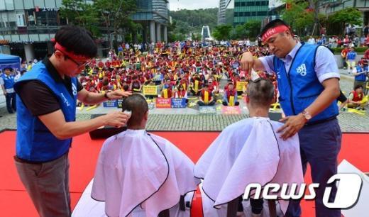 [사진]'카카오 대리운전 안돼' 삭발하는 대리운전연합회