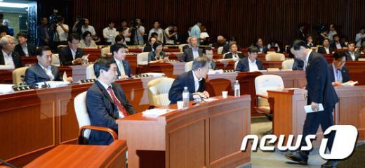[사진]새정치민주연합 '혁신위원장을 향한 시선'