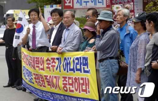 [사진]보수단체 '국정원 죽이기 중단하라'