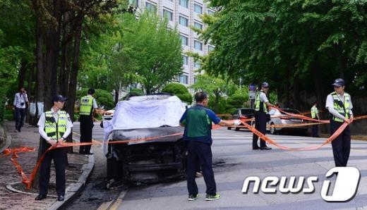 [사진]감사원 앞 차량 화재…운전자 사망