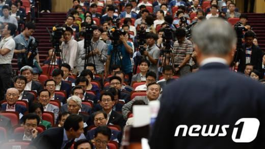 [사진]새정치, '사무총장직 폐지' 골자 혁신안 의결