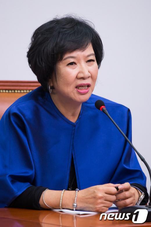 [사진]소감 밝히는 손혜원 새정치연합 홍보위원장