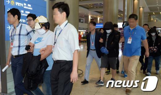 [사진]인천공항으로 송환되는 태국 온라인도박 일당