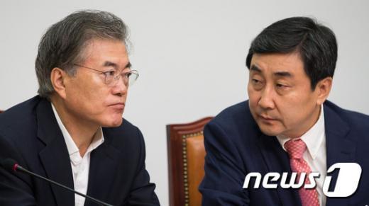 [사진]논의하는 새정치 지도부