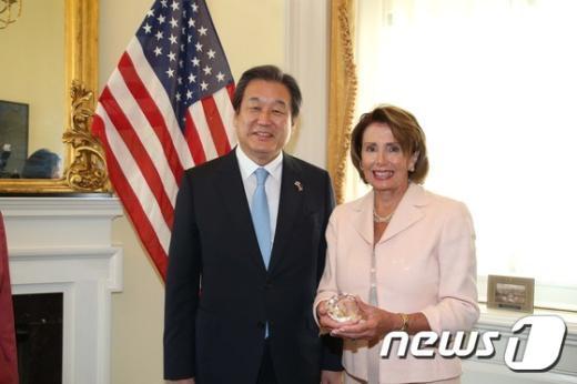 [사진]낸시 펠로시 만난 김무성 대표