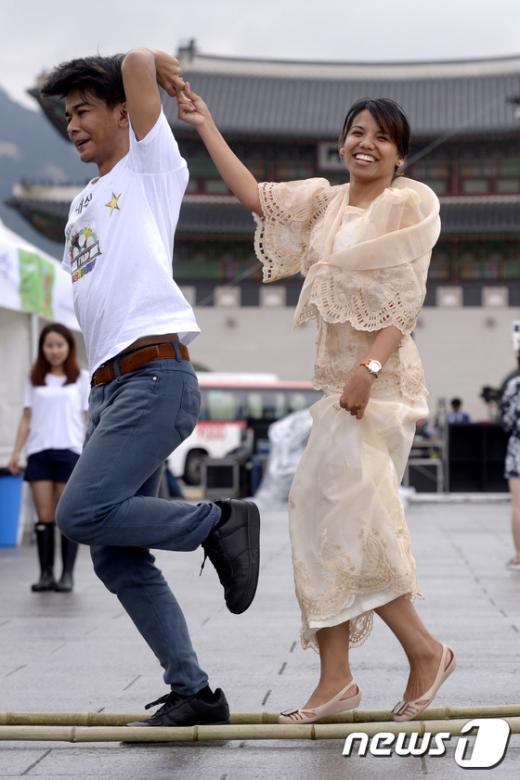 [사진]'필리핀 전통춤 티니클링'