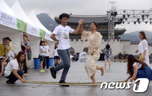 [사진]'문화가 있는 날, 필리핀 전통춤 춰봐요'