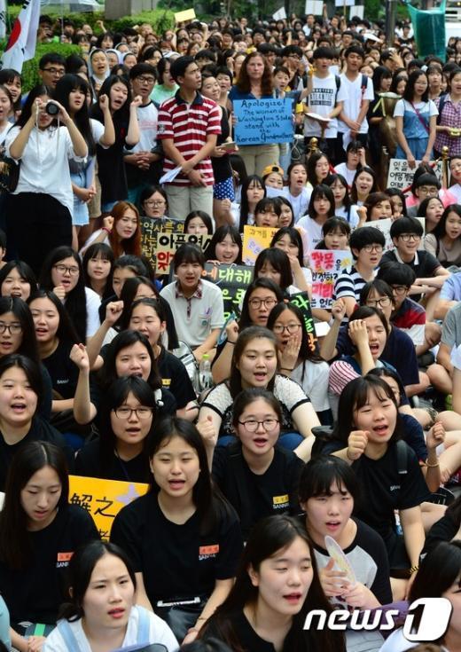 [사진]방학 맞은 수요시위, 학생들로 북적북적