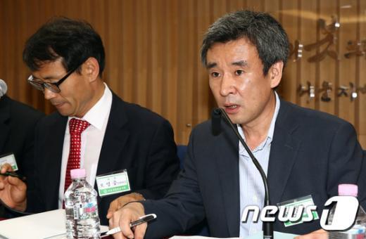 [사진]이호중 교수 '국정원의 허술한 정보 수집은 말도 안 돼'