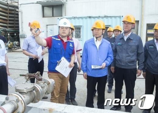 [사진]윤성규 장관, 중소기업체 화학 안전관리 점검