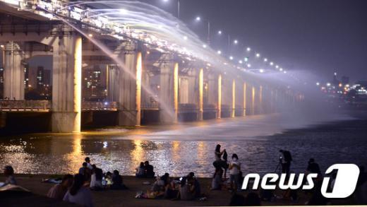 [사진]'무지개분수와 여름밤'