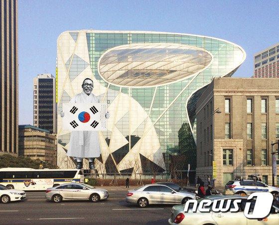 서울시청에 걸린 김구 선생과 태극기/사진=뉴스1