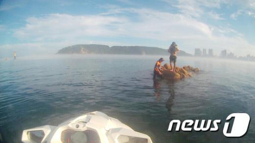 [사진]울산해경안전서, 동구 일산 노출암에서 고립자 구조
