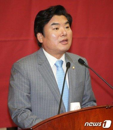 """원유철, 박기춘 체포동의안 """"국회법 따라 표결해야"""""""