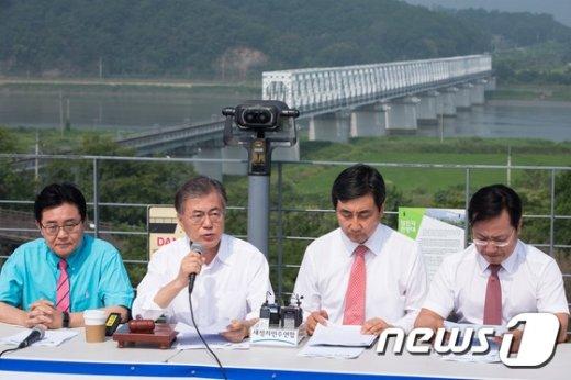 [사진]임진각 현장최고위 발언하는 문재인 새정치연합 대표
