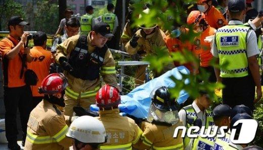 [사진]수요집회 현장 분신...병원으로 긴급 이송
