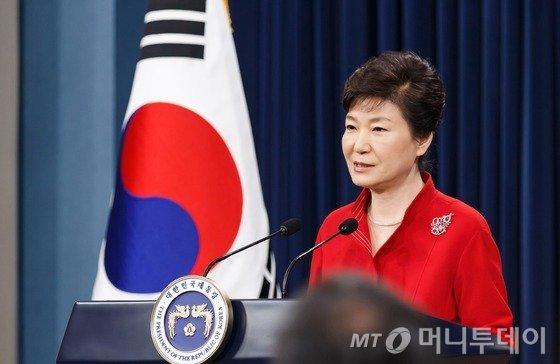 박근혜 대통령이 지난 6일 대국민 담화를 통해 노동개혁의 중요성을 강조하고 있는 모습. /사진= 청와대 제공