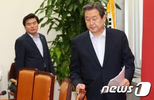 [사진]최고위 참석하는 김무성-원유철