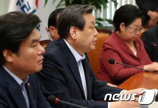 [사진]김무성, 최고위원회의 모두발언