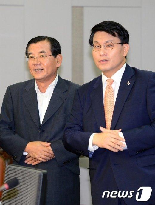 [사진]노동개혁 세미나서 만난 김대환-윤상현