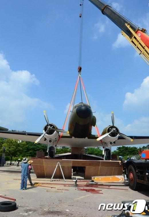 [사진]김구선생 등 탑승했던 C-47 수송기 설치