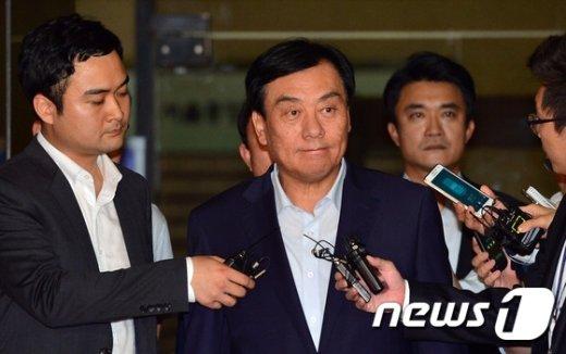 [사진]담담한 표정으로 구치소로 향하는 박기춘 의원