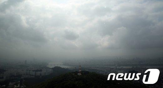 20일은 중부 일부 지역과 제주도, 남해안에 비가 내리는 곳 이 있겠다. 2015.8.19/뉴스1  © News1