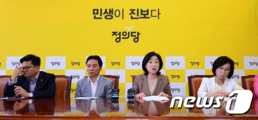 [사진]의원단 긴급 연석회의 주재하는 심상정 대표