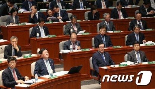 [사진]예결위 출석한 국무위원들