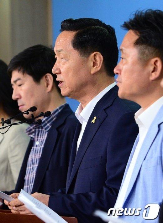 [사진]혁신안 발표하는 김상곤