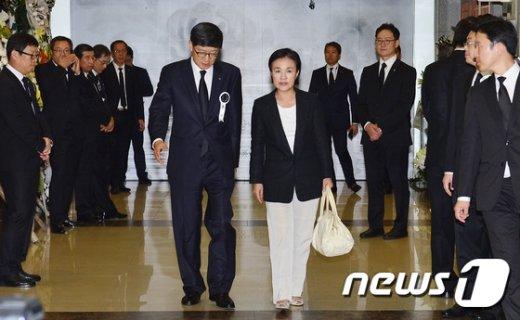 [사진]故 이맹희 CJ 명예회장 조문 마친 강금실 전 법무부장관