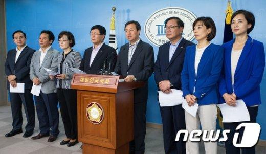 [사진]교문위 야당 의원들 '대학 자율성 보장해야'