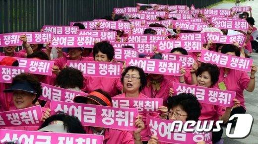 [사진]구호외치는 세종청사 청소용역노동자