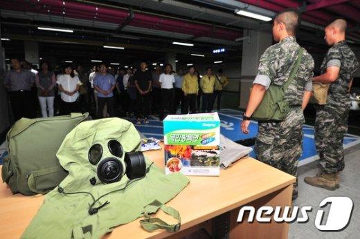 [사진]'지하로 대피한 공무원들'