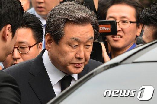 [사진]고 이맹희 회장 조문 마친 김무성 대표