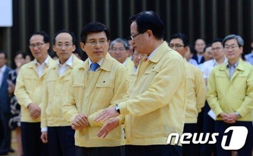 [사진]대화 나누는 국회의장과 총리