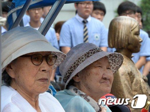 [사진]1192차 수요집회 참석한 김복동-길원옥 할머니