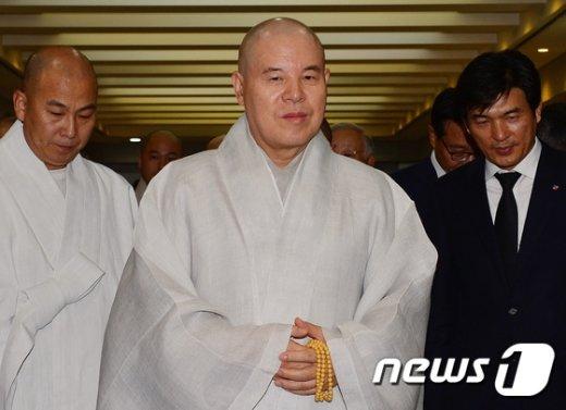 [사진]고 이맹희 명예회장 조문 마친 자승 스님