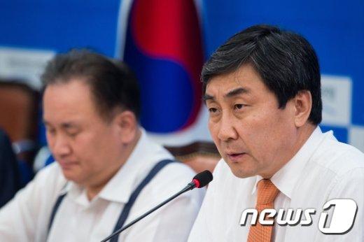 이종걸 새정치민주연합 원내대표가 20일 서울 여의도 국회에서 열린 정책조정회의에서 모두발언을 하고 있다. © News1
