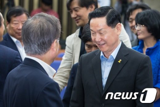 [사진]문재인-김상곤 대화