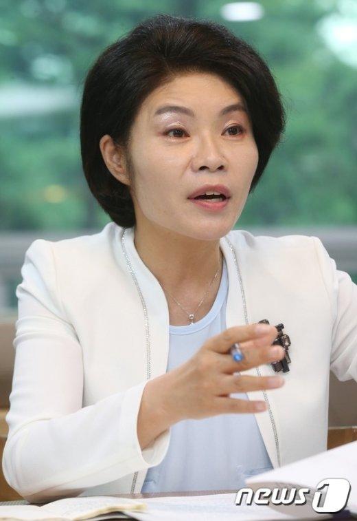 [사진]한정애 의원, 더300 노동계혁 토론회 참석