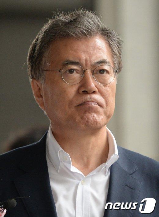 [사진]'한명숙 의원 징역 2년 확정'…문재인 침통