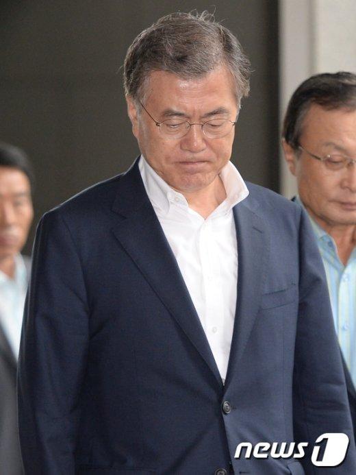 [사진]문재인 대표, 한명숙 의원 징역 2년 확정에 침통