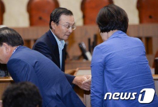 [사진]한명숙 선고공판 참석한 이해찬 전 총리