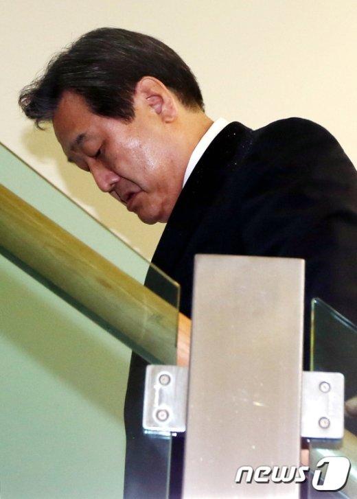 [사진]김무성 '명예박사 힘들다'