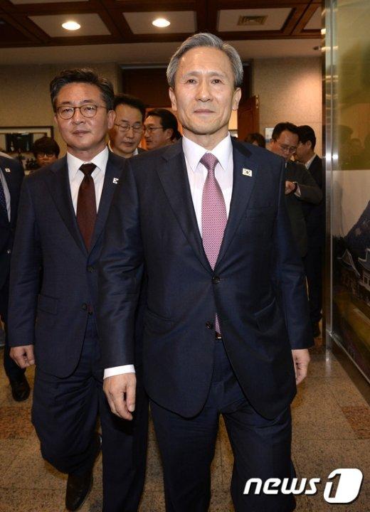 [사진]남북 고위급 회담 마치고 돌아온 김관진-홍용표