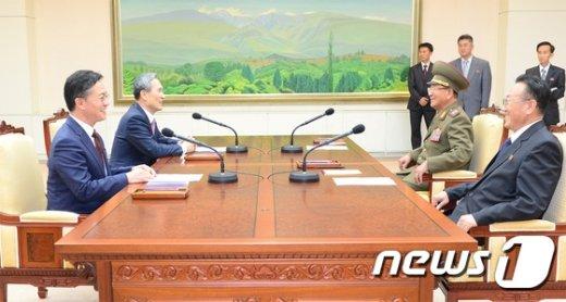 [사진]'무박 4일' 끝에 남북 고위급 회담 극적 타결