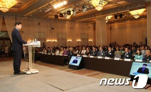 [사진]최양희 장관, 아시아 태평양 지역 젠더 서밋 개회식 참석