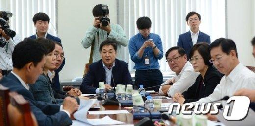 [사진]정개특위, 선거구획정기준 3번째 처리 시도...결과는?